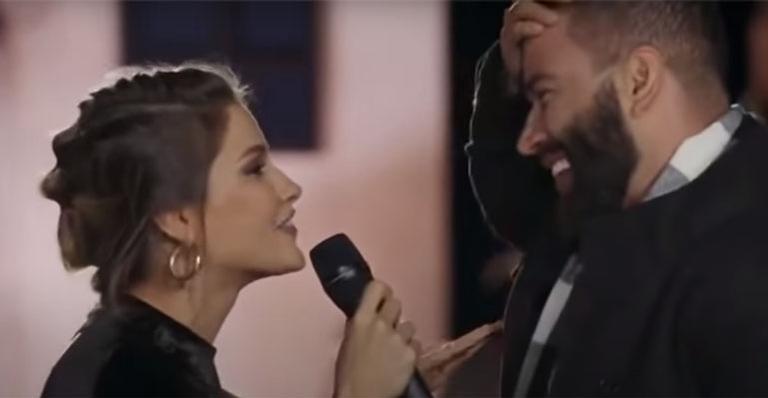 Em sua primeira aparição após a separação, ele cantou música que não seria parte do show