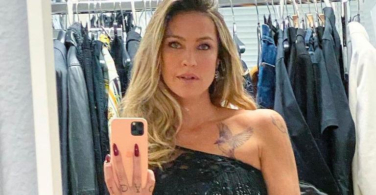 Aos 44 anos, Luana deixou fãs boquiabertos com pose clássica e sensual; veja