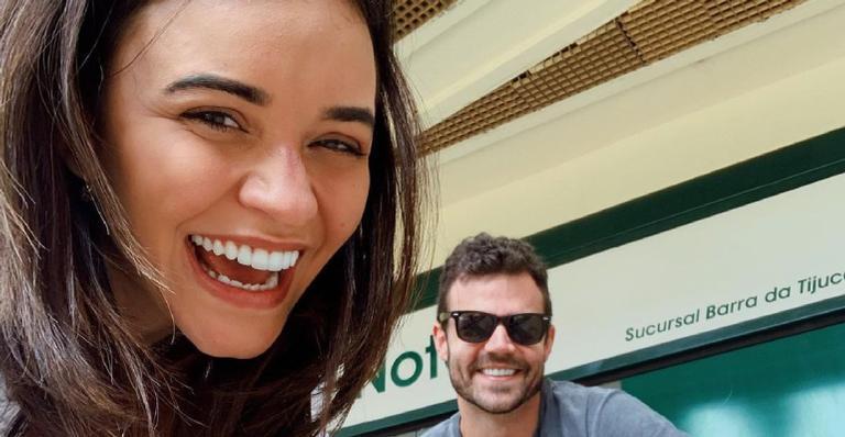 Em cerimônia civil, atriz oficializa união com João Gomez em cartório no Rio de Janeiro