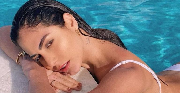 Modelo impressionou fãs com corpão musculoso em dia de praia com o companheiro