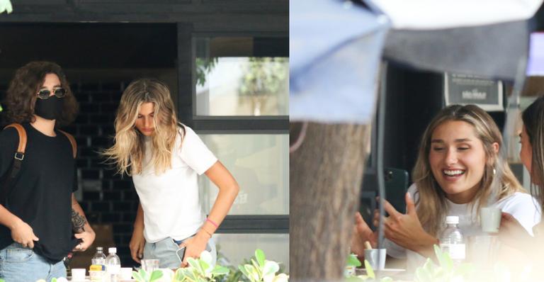 Filha de Xuxa foi clicada ao deixar restaurante junto de João Fernandes e amigos