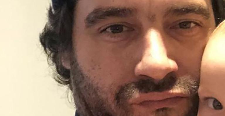 O ator compartilhou um registro belíssimo com Pedro Luna e encantou os seguidores