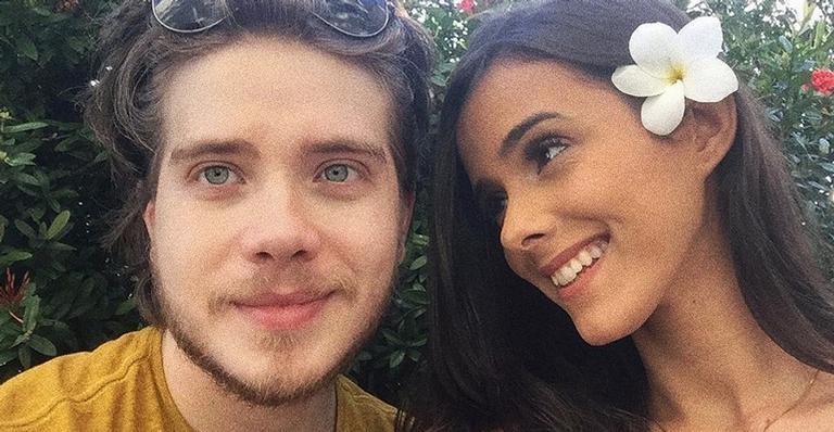 O estudante de Rádio e TV comemorou a nova fase de sua vida e se declarou à parceira