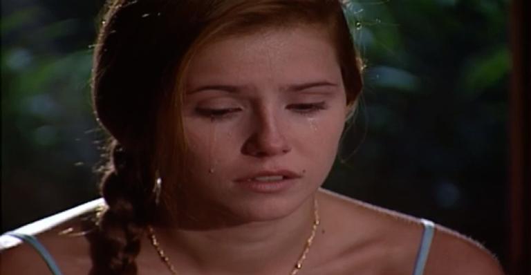 A jovem aproveita o momento de ternura e reitera o seu amor por ele; confira o que vai rolar!