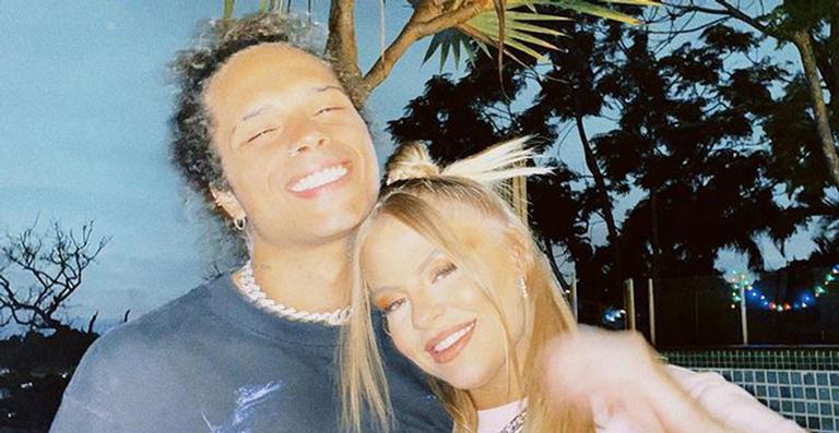 Nas redes, a cantora revelou detalhes íntimos e disse que não depende de relacionamento para ser feliz