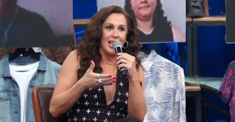 Atriz usou o microfone para dar opinião contundente sobre a crise que se agrava no Brasil