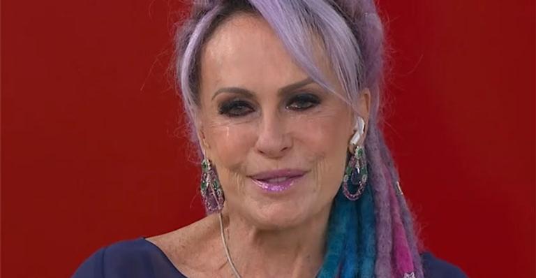 Na volta para São Paulo em novo e luxuoso estúdio, apresentadora não conseguiu segurar a emoção