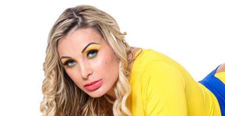 De ex-pastora à garota propaganda do concurso Miss Bumbum! Modelo dividiu a novidade nas redes e não escondeu empolgação