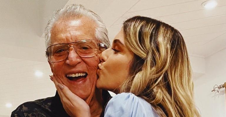 Nas redes, Mafe Nóbrega publica registro de vídeo chamada com o humorista e declara seu amor pelo pai