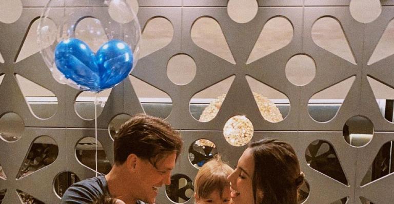 Casal organiza festa intimista para comemorar primeiro mêsversário do filho mais novo